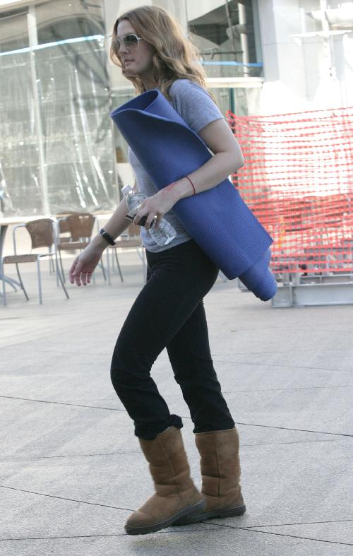Drew-barrymore-yoga-& relax uggs
