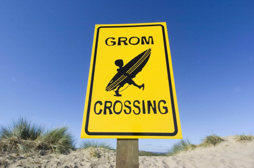 Grom crossing sign